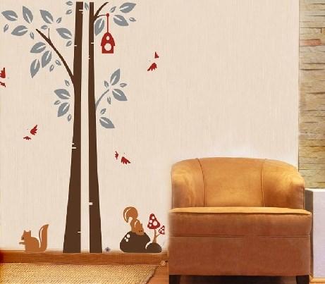 Samolepka na zeï Strom s ptáèky a veverkami
