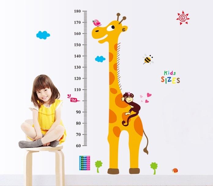 Metr na zeï žirafa s opicí na høbetì - zvìtšit obrázek